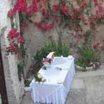 tavolo aperitivo ricevimento cortile b&b